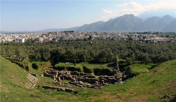 sparti-akropoli-arxaio-theatro